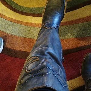 Coolest boots 👌😍